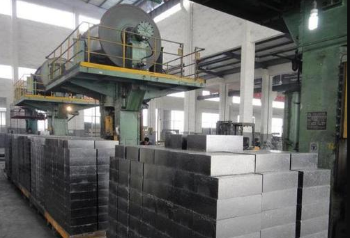 Types of presses commonly used in refractory brick production workshops